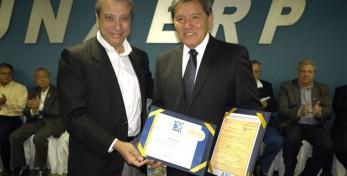 Presidente Kurimori entrega Diploma de Mérito à Mario Covas Neto