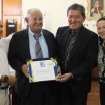 O Téc. Edif. Joaquim Afonso de Brito recebe Diploma de Mérito das mãos do Presidente Kurimori