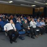 Participantes no auditório na apresentação dos painéis